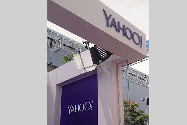 - Image360-Marina-Del-Rey-CA-Dimensional-Yahoo-Booth-Film-Entertainment-TV